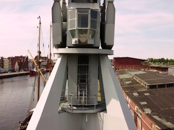 Kran auf dem Media Docks Gelände in Lübeck
